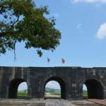 Thành nhà Hồ ngày nắng