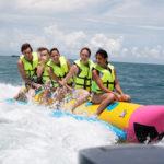 Lướt thuyền chuối ở Cô Tô Con