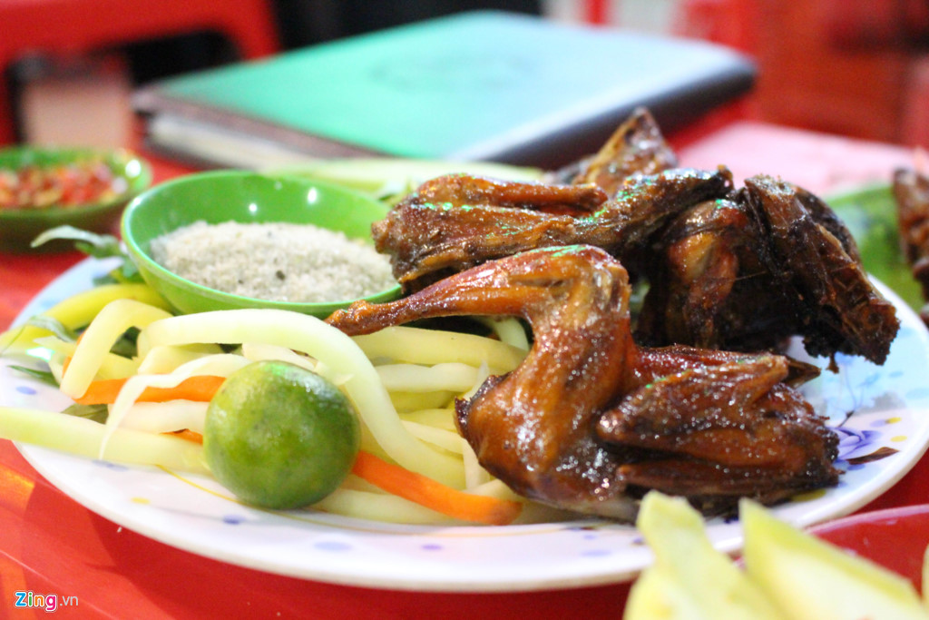 10 địa chỉ ăn vặt không quảng cáo cũng đông khách của Sài Gòn